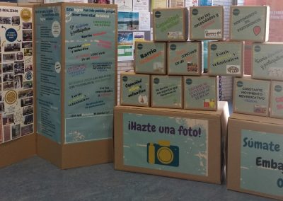 cajas y biombo-min